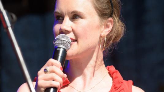 Julia Ures, Moderatorin und freie Journalistin